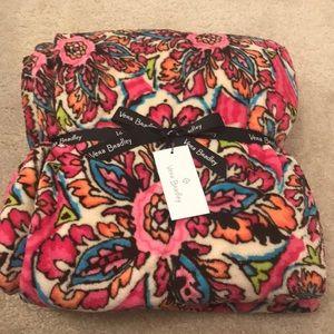 🍁SALE🍁 NWT Vera Bradley Throw Blanket
